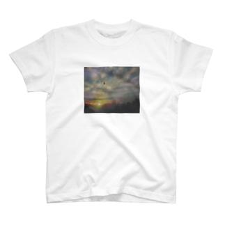 新たな旅がはじまる T-shirts