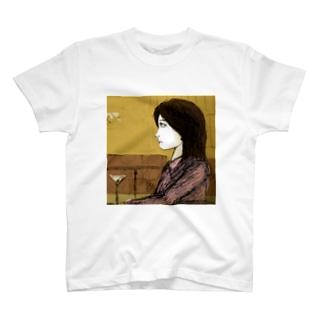 気になる横顔 T-shirts