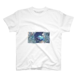 水槽に住んでいる T-shirts