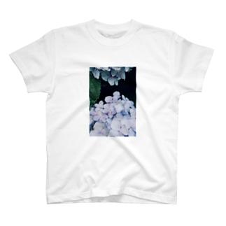 紫陽花と蜘蛛 T-shirts