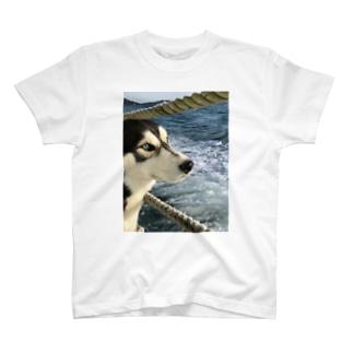 船上のハスキー T-shirts