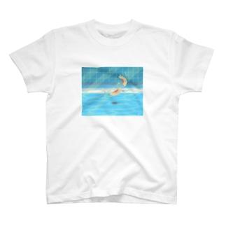 夏のプールに飛び込んだ(桃) T-Shirt