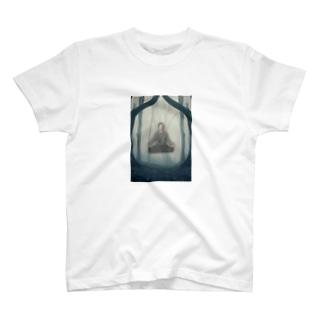 森の一部になったシンジロウ T-shirts