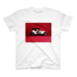 ドール写真:ブロンド美女と自動車 Doll picture: Blonde worrier & a car T-shirts