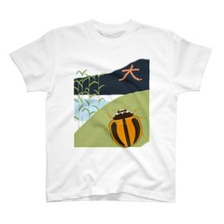 大文字焼を見るスジグロチャイロテントウ T-shirts