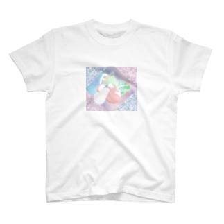 愛に溢れる世界へ T-shirts