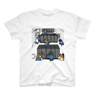 サーバーメンテナンス中の犬たち T-shirts