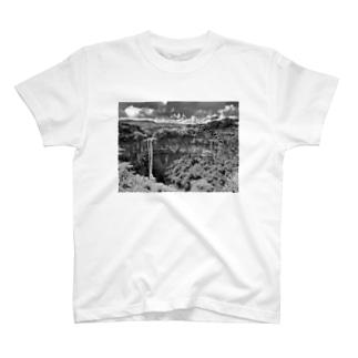 小さな滝(モーリシャス) T-shirts