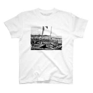 漁船(ガーナ) T-shirts
