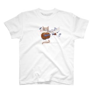 ギターを弾くねこ T-shirts