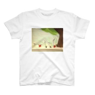 虫採り(テントウムシとアリ) T-shirts