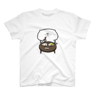 食事する猫 T-shirts