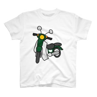 深緑色の小型バイクでツーリング01 T-Shirt