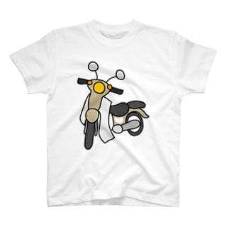 ベージュ色の小型バイクでツーリング T-Shirt