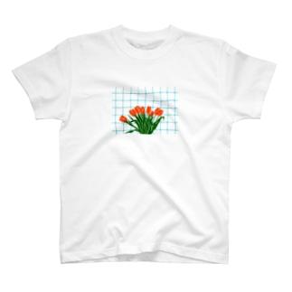 チューリップとキッチン T-shirts