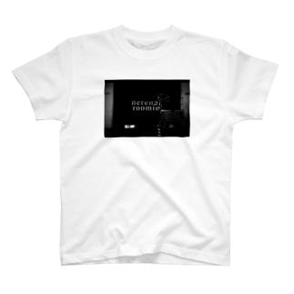 ねれないルームメイト T-shirts