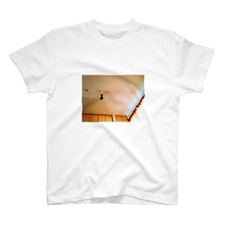 おやすみです。 T-shirts