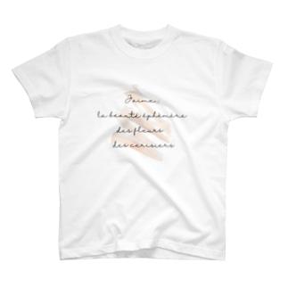 桜の儚い美しさが好き T-shirts