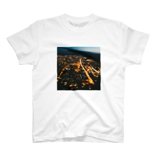 """""""NYを臨む"""" T-shirts"""