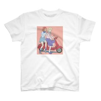 赤いベスパでお出かけ T-Shirt