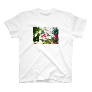 VIVID FLOWER T-shirts
