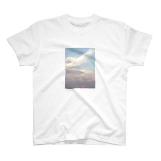 夕暮れ時の空 T-shirts