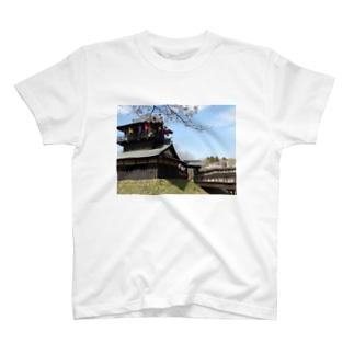 日本の城:桜咲く逆井城の春景色 Japanese castle: Sakasai castle & cherry flowers T-shirts
