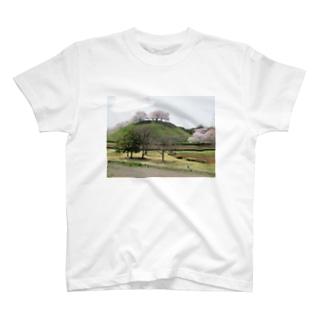 日本の古墳:丸墓山古墳と桜 Japanese ancient tomb: Maruhakayama / Gyoda T-shirts