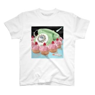 天国につながる電話 T-shirts