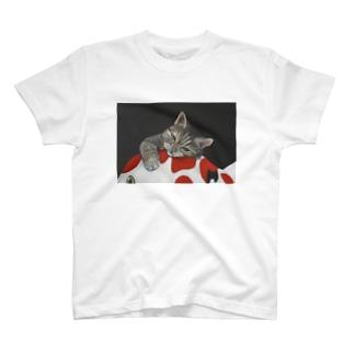 猫と錦鯉 T-shirts
