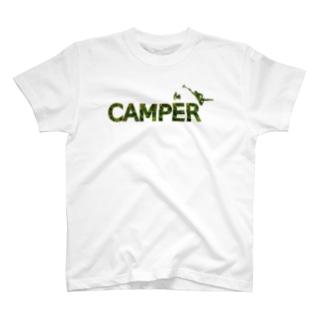CAMPER 焚き火に向かって T-shirts