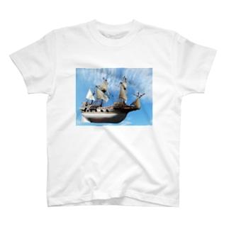 船の写真:ガレオン船模型 Model ship of a Galleon T-shirts