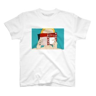 ほんで顔を隠す女性 T-shirts