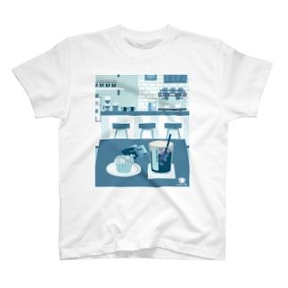 アイスコーヒーをどうぞ ~常連さんの指定席~ T-shirts