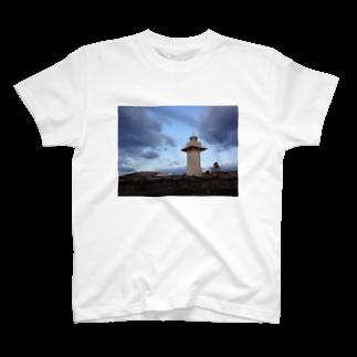 Pokkekkeの夜を背にした岬 T-shirts