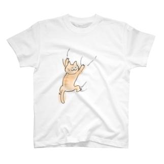 ねこがしがみつくシリーズ(大) T-shirts