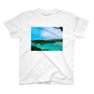 川平湾と月とマジックアワー T-shirts