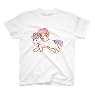 女の子を乗せたユニコーン T-shirts