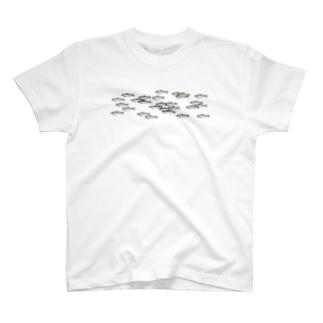 ウルメイワシの群れロール柄 T-shirts