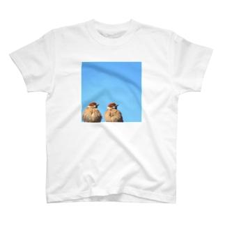 ぐーきちの雑貨屋の仲良しスズメ T-Shirt