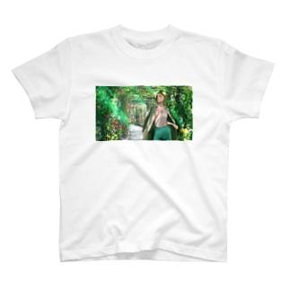 アーチガーデンを歩く T-shirts