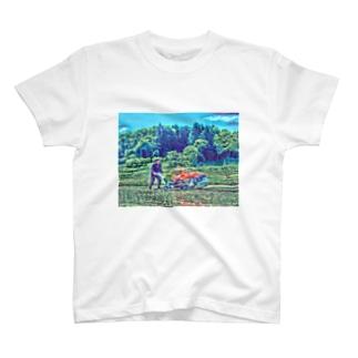 田植えする者 T-shirts