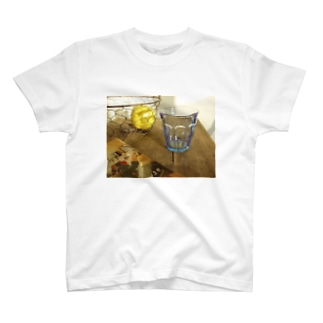 カフェの夕暮れ T-shirts