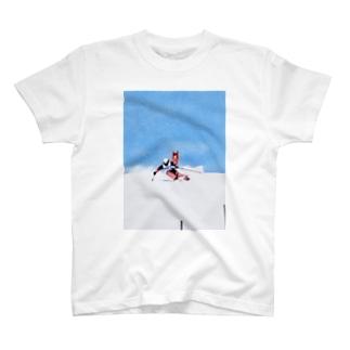雪イルカのスキーヤー T-shirts
