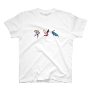 キバタンとミミズクとインコ T-shirts