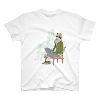 ソファーで考え事 T-shirts