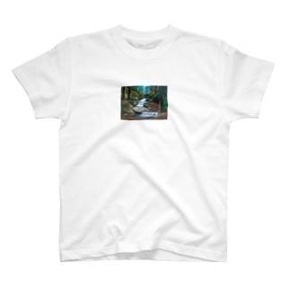 紅葉の渓流 T-shirts