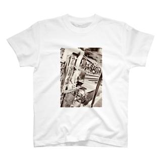 電車に注意 T-shirts
