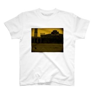 ポーランドの博物館とイヌ T-shirts