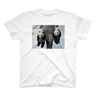 パンダ誘拐 T-shirts